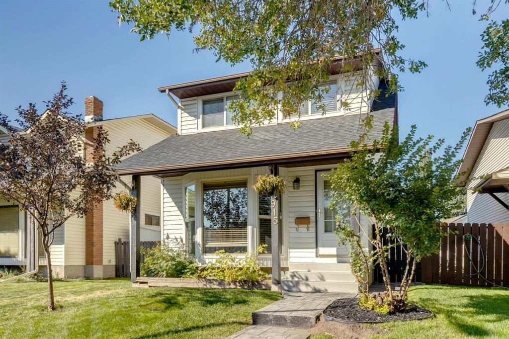 Main Photo: 915 Riverbend Drive SE in Calgary: Riverbend Detached for sale : MLS®# A1135568
