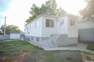 Photo 2: 1301 20th Street West in Saskatoon: Pleasant Hill Residential for sale : MLS®# SK870390