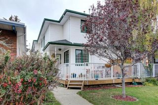 Photo 1: 2 2027 2 Avenue NW in Calgary: West Hillhurst Row/Townhouse for sale : MLS®# A1104288