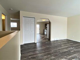 Photo 10: 221 Bowman Court in Saskatoon: Dundonald Residential for sale : MLS®# SK842913