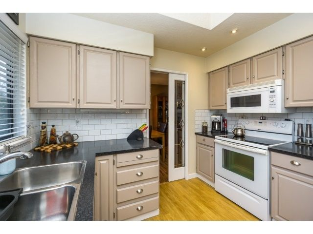 Photo 10: Photos: 5926 183 Street in Surrey: Cloverdale BC House for sale : MLS®# R2028252