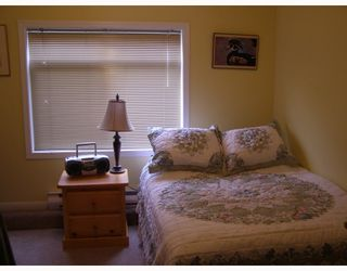 """Photo 7: 11 291 PERIWINKLE Lane in Gibsons: Gibsons & Area Condo for sale in """"GOWER GARDENS"""" (Sunshine Coast)  : MLS®# V809153"""