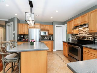 Photo 4: 1370 Charles Pl in VICTORIA: SE Cedar Hill House for sale (Saanich East)  : MLS®# 834275