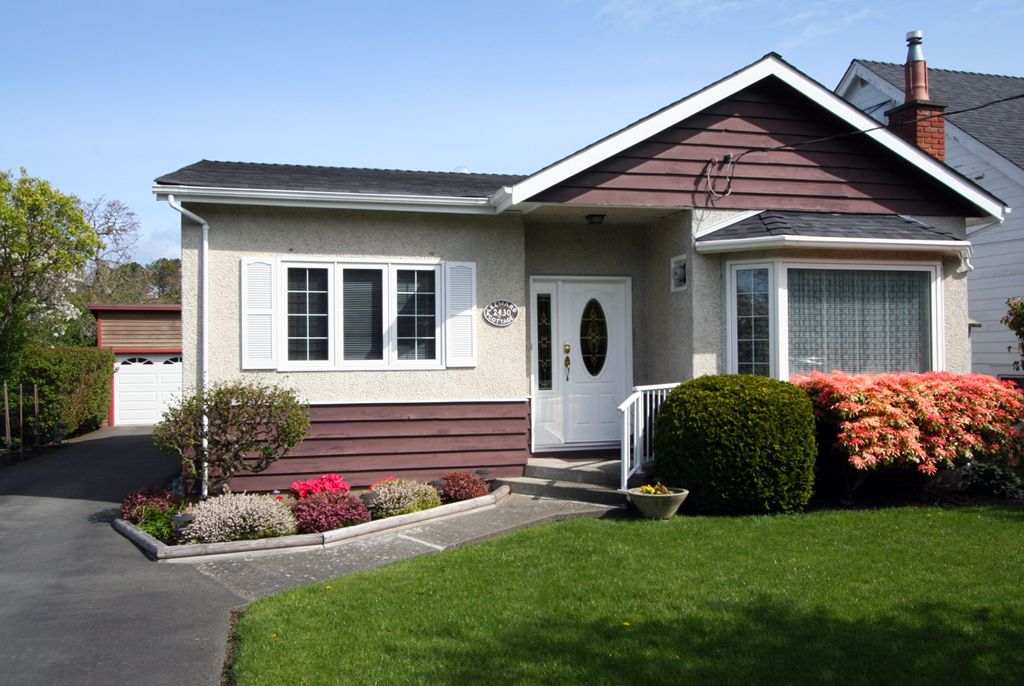 Main Photo: 2430 Central Ave in VICTORIA: OB South Oak Bay House for sale (Oak Bay)  : MLS®# 637283
