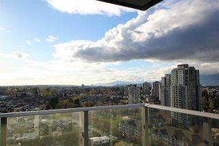 "Photo 9: 1902 5665 BOUNDARY Road in Vancouver: Collingwood VE Condo for sale in ""Wall Centre Central Park"" (Vancouver East)  : MLS®# R2355553"