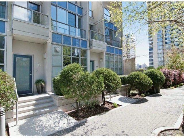 Main Photo: TH103 1432 STRATHMORE Mews in Vancouver: Yaletown Townhouse for sale (Vancouver West)  : MLS®# V1060947