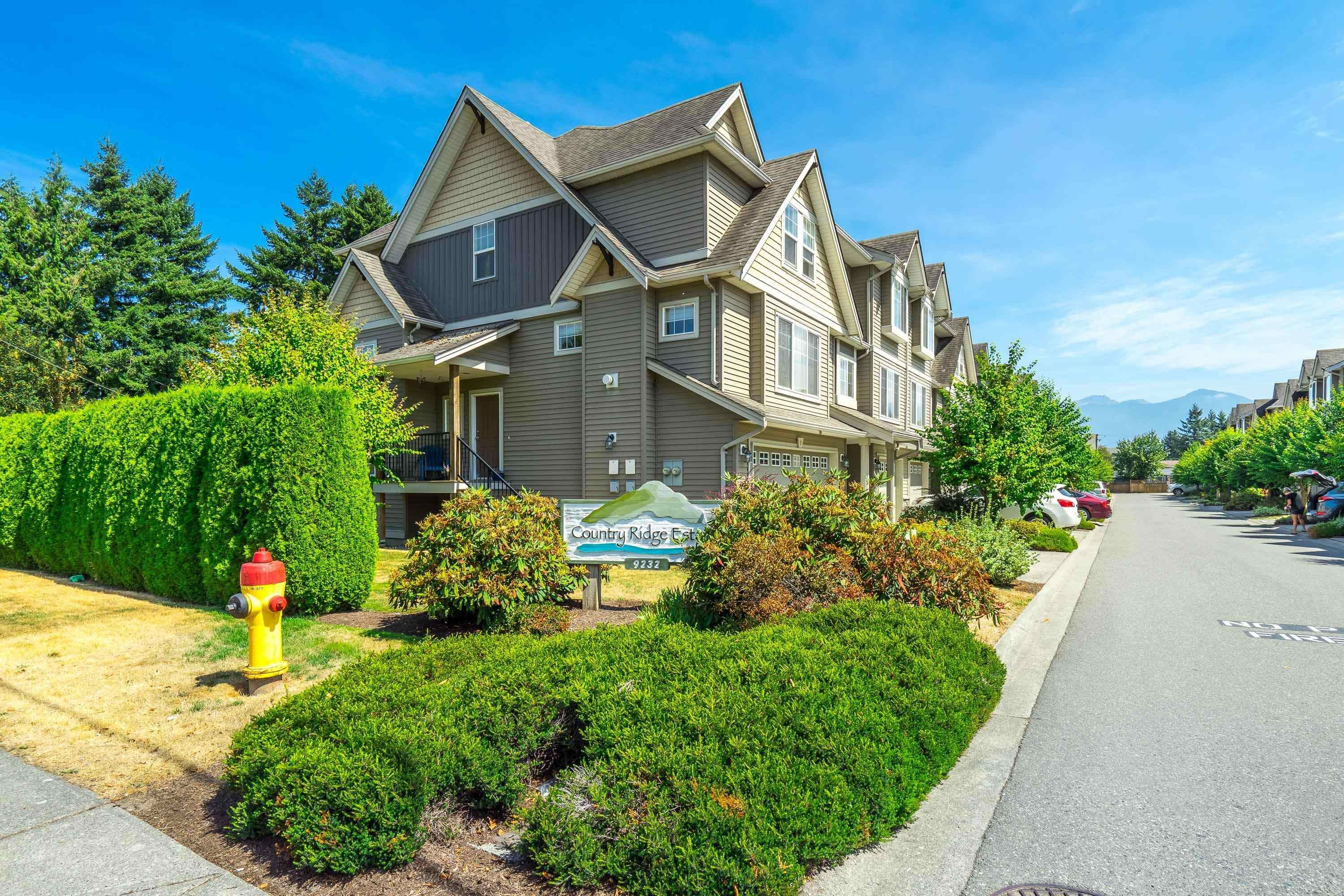 """Main Photo: 14 9232 WOODBINE Street in Chilliwack: Chilliwack E Young-Yale Townhouse for sale in """"Country Ridge Estate"""" : MLS®# R2608989"""