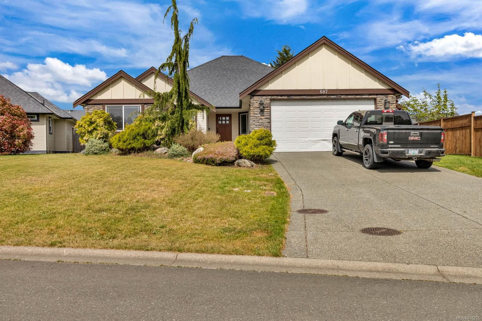Main Photo: 687 Olympic Dr in : CV Comox (Town of) House for sale (Comox Valley)  : MLS®# 876275
