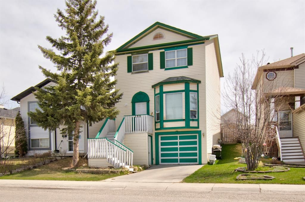 Main Photo: 129 Martinpark Way NE in Calgary: Martindale Detached for sale : MLS®# A1105231