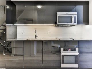 Photo 8: 5 Hanna Ave Unit #703 in Toronto: Niagara Condo for sale (Toronto C01)  : MLS®# C4098566