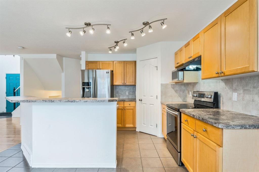 Photo 12: Photos: 53 Bridleridge Heights SW in Calgary: Bridlewood Detached for sale : MLS®# A1129360