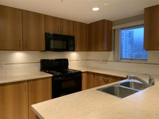 Photo 3: 1105 235 GUILDFORD WAY in Port Moody: North Shore Pt Moody Condo for sale : MLS®# R2422707