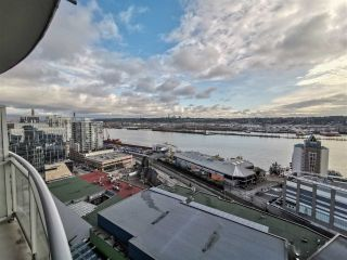Photo 2: 2201 892 CARNARVON STREET in New Westminster: Downtown NW Condo for sale : MLS®# R2499563