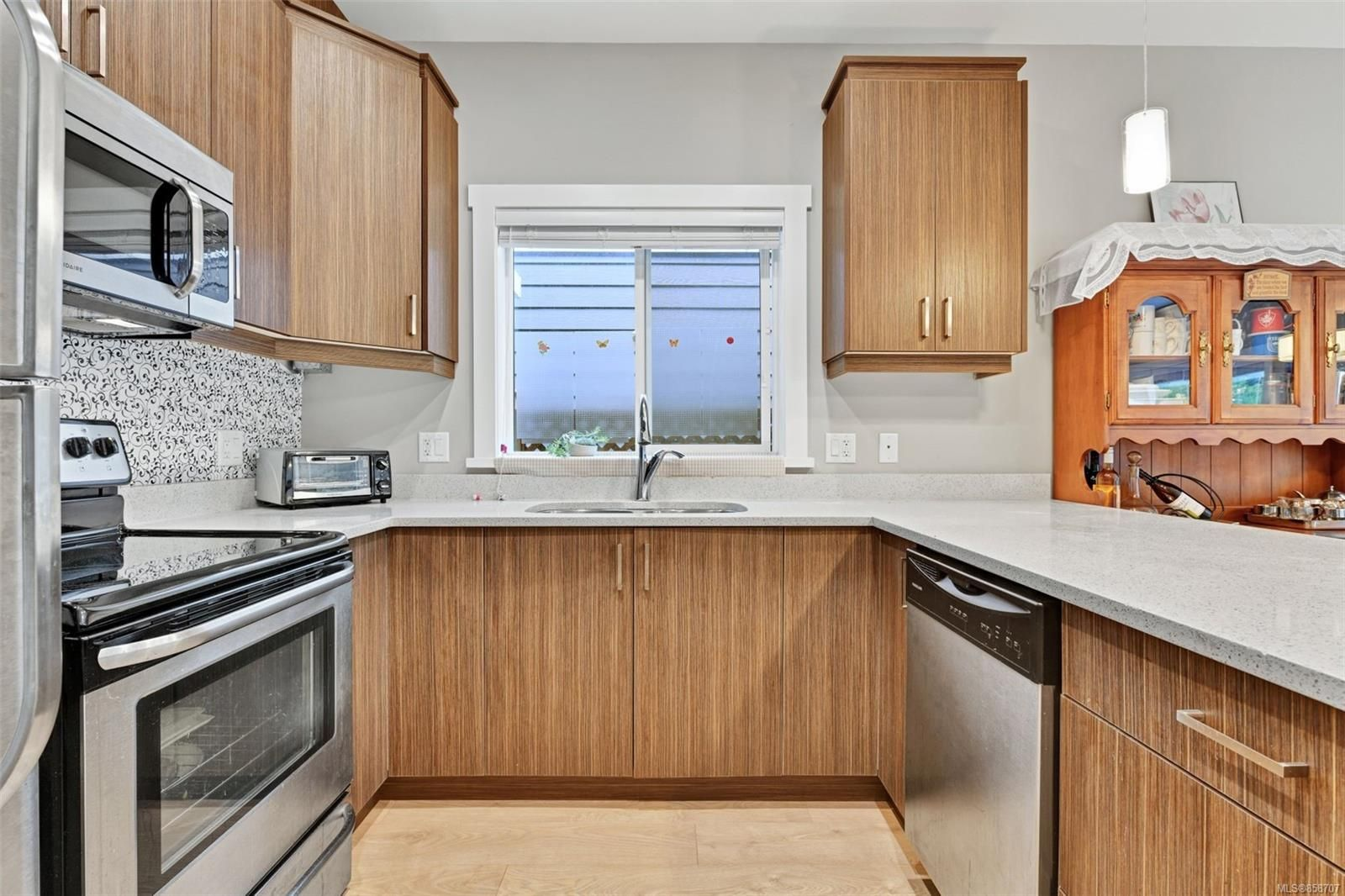 Photo 9: Photos: 1262 McLeod Pl in : La Happy Valley House for sale (Langford)  : MLS®# 858707