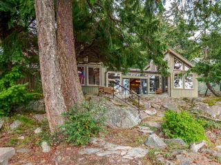 Photo 1: 9185 HYDAWAY Road in Sechelt: Halfmn Bay Secret Cv Redroofs House for sale (Sunshine Coast)  : MLS®# R2504559