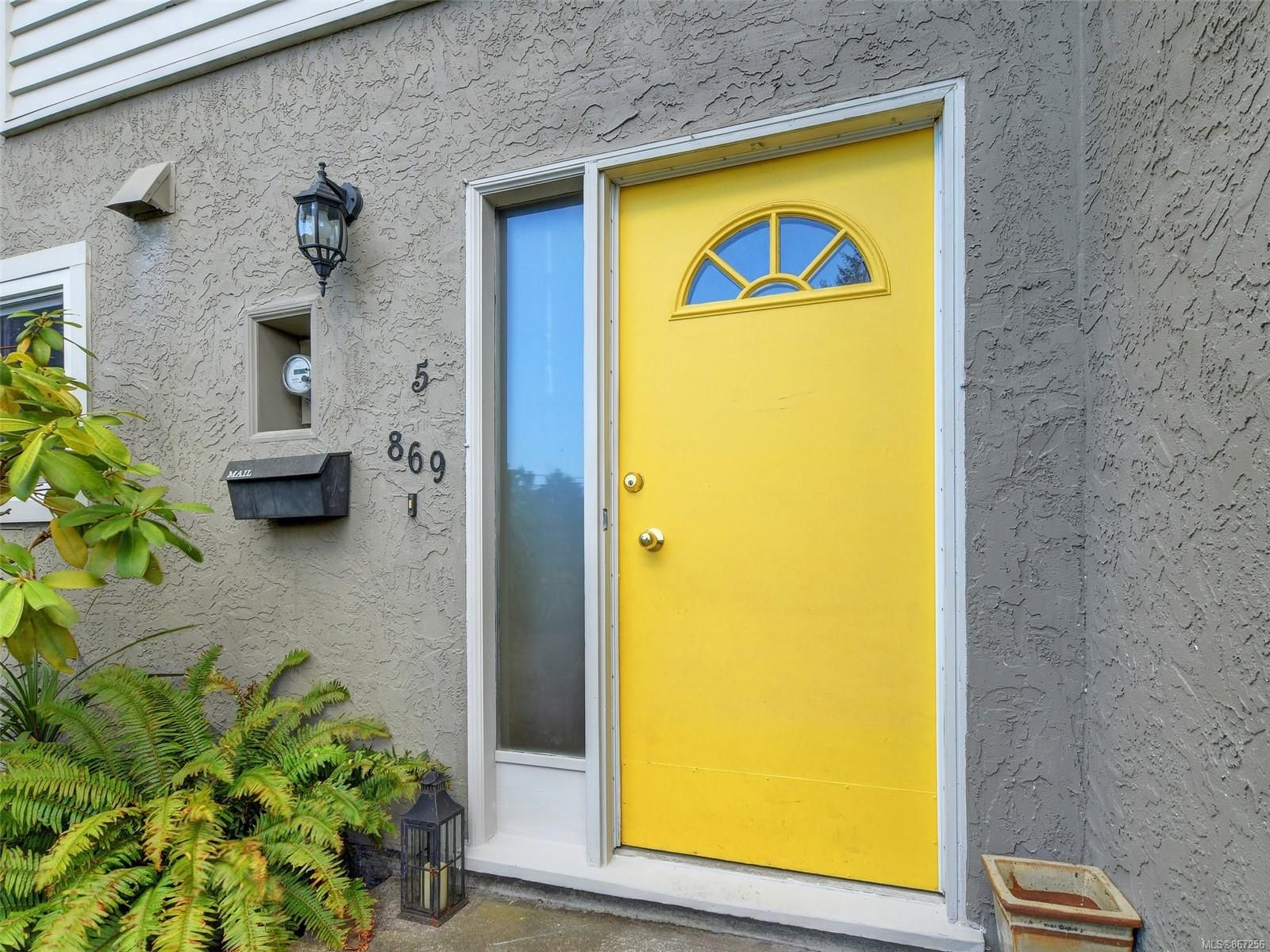 Photo 2: Photos: 5 869 Swan St in : SE Swan Lake Row/Townhouse for sale (Saanich East)  : MLS®# 867256