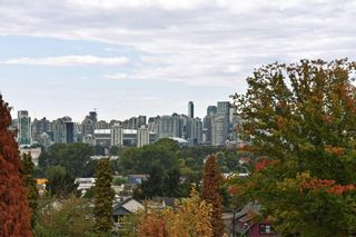 Photo 13: 204 1707 CHARLES Street in Vancouver: Grandview VE Condo for sale (Vancouver East)  : MLS®# R2209224