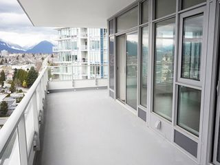 "Photo 14: 2108 1888 GILMORE Avenue in Burnaby: Brentwood Park Condo for sale in ""TRIOMPHE"" (Burnaby North)  : MLS®# R2447396"