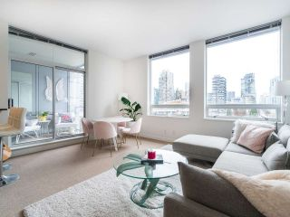 Photo 1: 1106 638 BEACH CRESCENT in Vancouver: Yaletown Condo for sale (Vancouver West)  : MLS®# R2499986