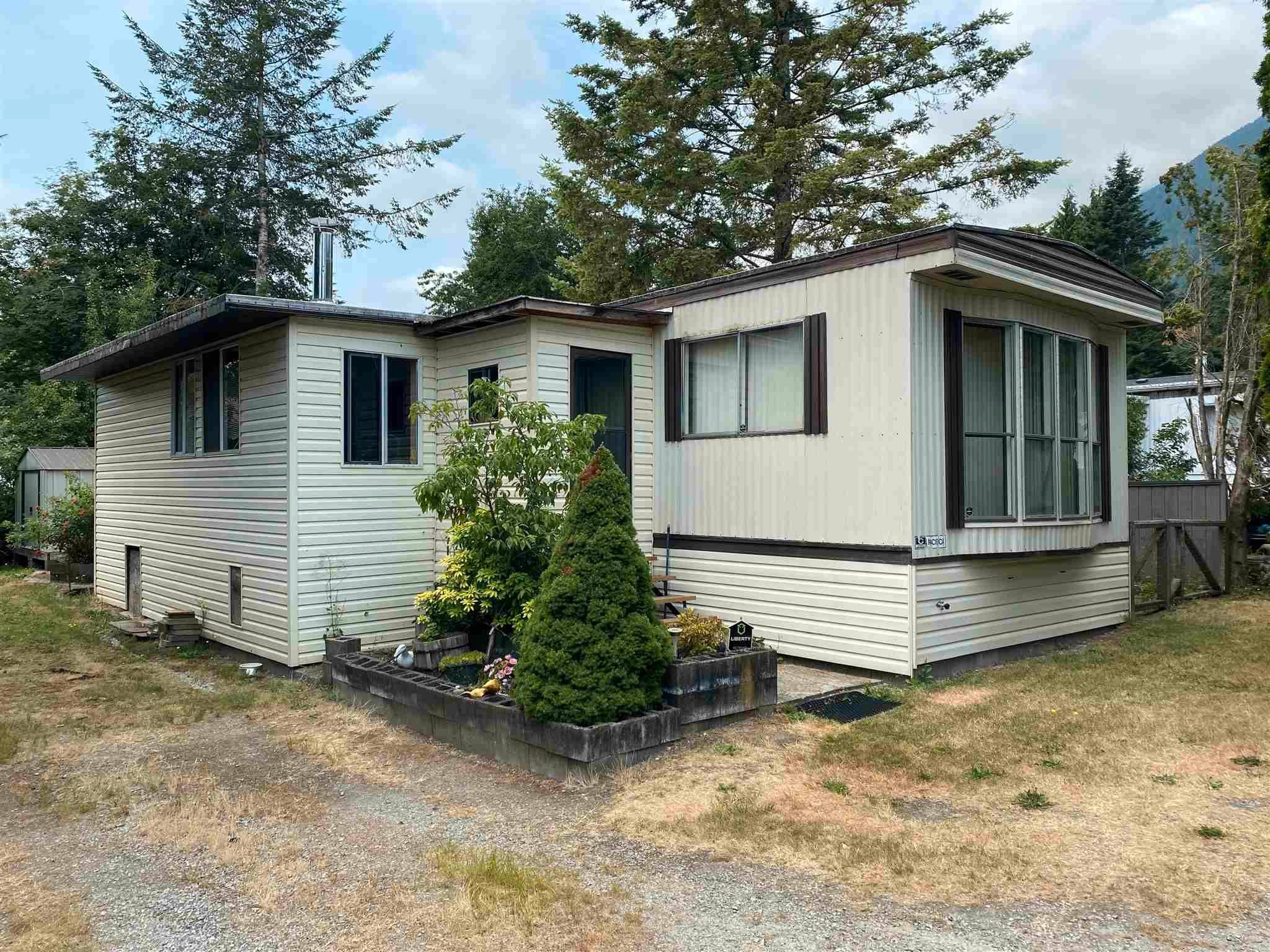 """Main Photo: 3 41711 TAYLOR Road in Mission: Dewdney Deroche Manufactured Home for sale in """"KELLY ESTATES"""" : MLS®# R2601762"""