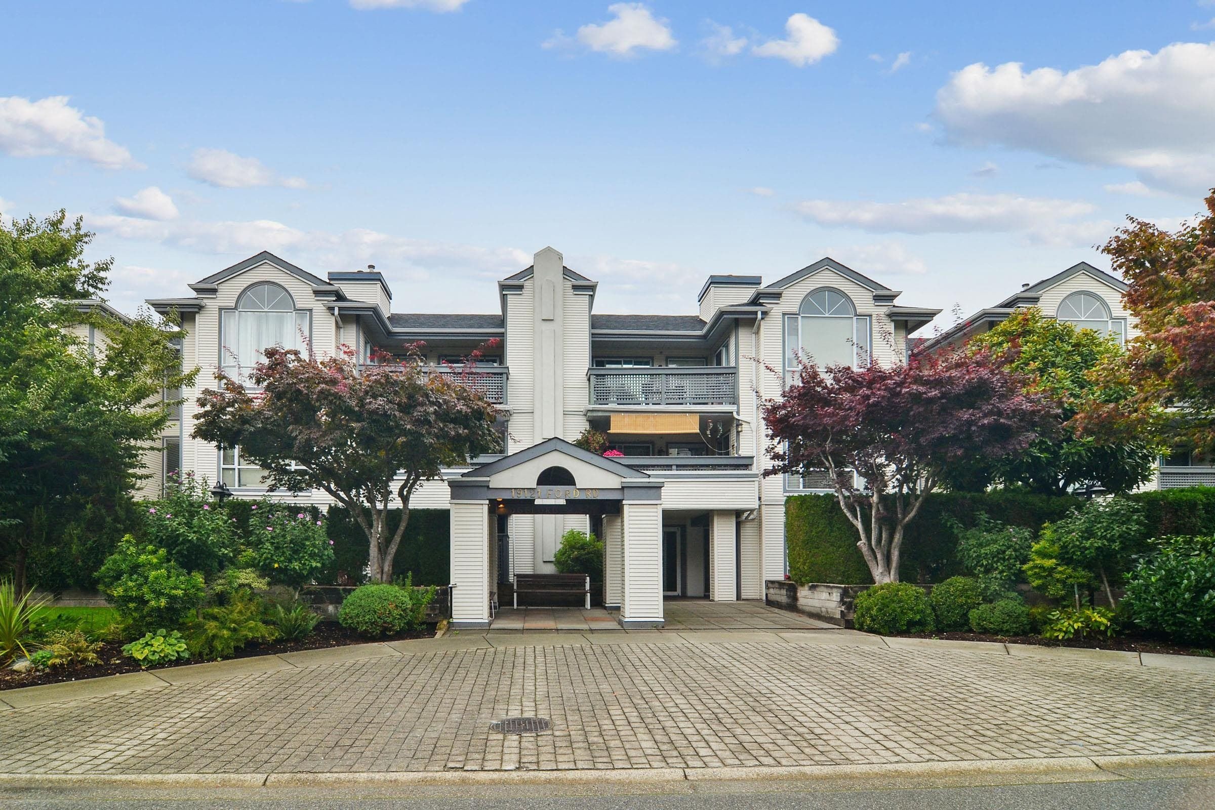 """Main Photo: 304 19121 FORD Road in Pitt Meadows: Central Meadows Condo for sale in """"Edgeford Manor"""" : MLS®# R2620750"""