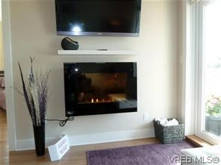 Photo 2: 307 21 Conard St in : VR Hospital Condo for sale (View Royal)  : MLS®# 569639