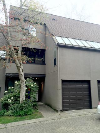 Photo 1: 8543 WOODTRAIL PLACE in Burnaby: Forest Hills BN Townhouse  (Burnaby North)  : MLS®# R2060235