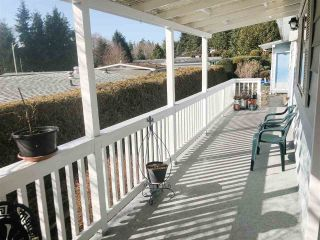 Photo 4: 28 4116 BROWNING Road in Sechelt: Sechelt District Manufactured Home for sale (Sunshine Coast)  : MLS®# R2343246