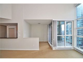 """Photo 7: 1406 189 NATIONAL Avenue in Vancouver: Mount Pleasant VE Condo for sale in """"THE SUSSEX"""" (Vancouver East)  : MLS®# V1132745"""