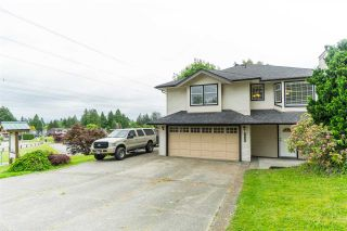 Photo 1: 4698 198C Street in Langley: Langley City House for sale : MLS®# R2463222