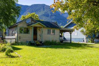 Photo 1: 268 CARIBOO Avenue in Hope: Hope Center House for sale : MLS®# R2586869