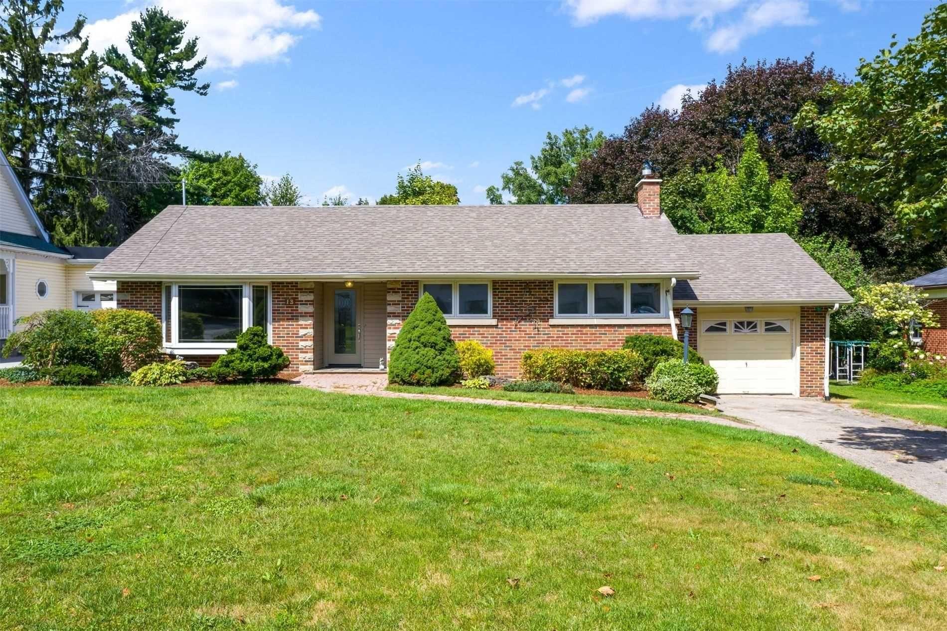 Main Photo: 13 Fead Street: Orangeville House (Bungalow) for sale : MLS®# W5360721