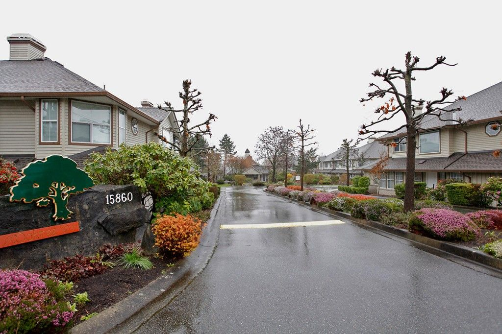 """Main Photo: 34 15860 82ND Avenue in Surrey: Fleetwood Tynehead Townhouse for sale in """"Oak Tree"""" : MLS®# F1435529"""