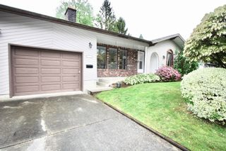 Photo 2: 2421 Aladdin Crescent in Abbotsford: Abbotsford East House for sale : MLS®# R2577565