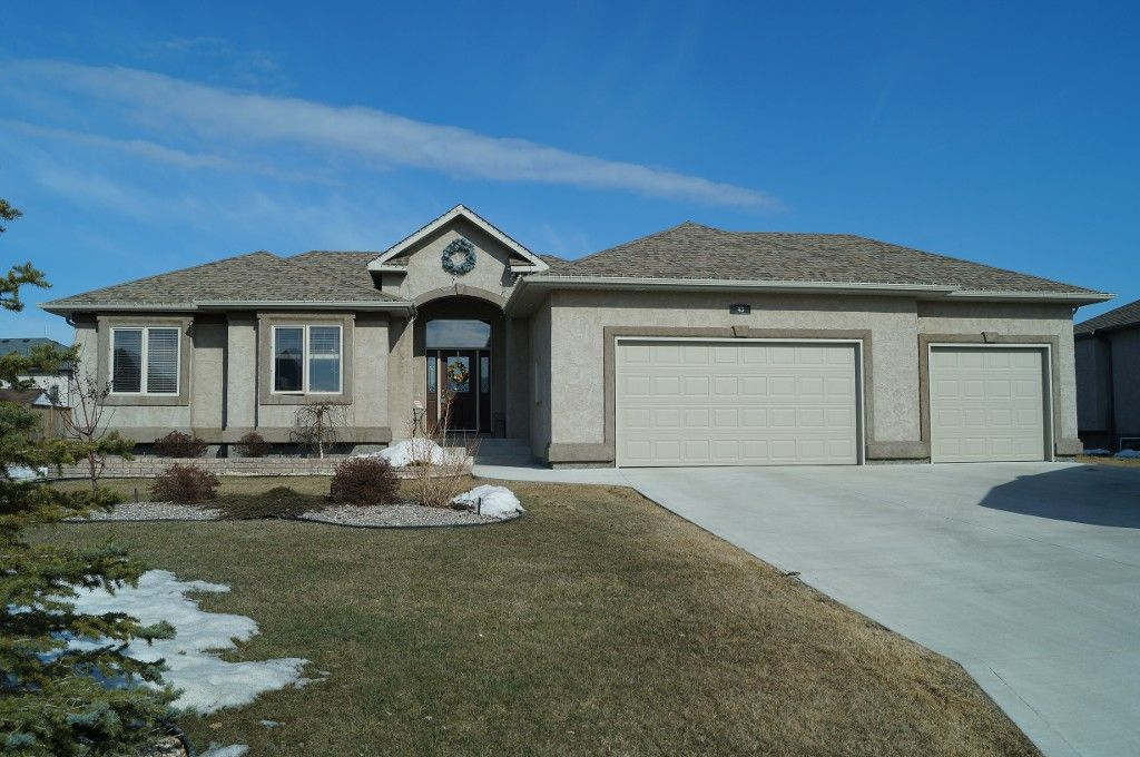 Main Photo: 43 Sage Place in Oakbank: Single Family Detached for sale : MLS®# 1407611