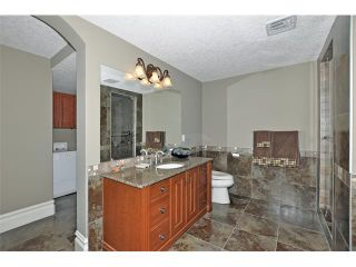 Photo 24: 18 DISCOVERY VISTA Point(e) SW in Calgary: Discovery Ridge House for sale : MLS®# C4018901