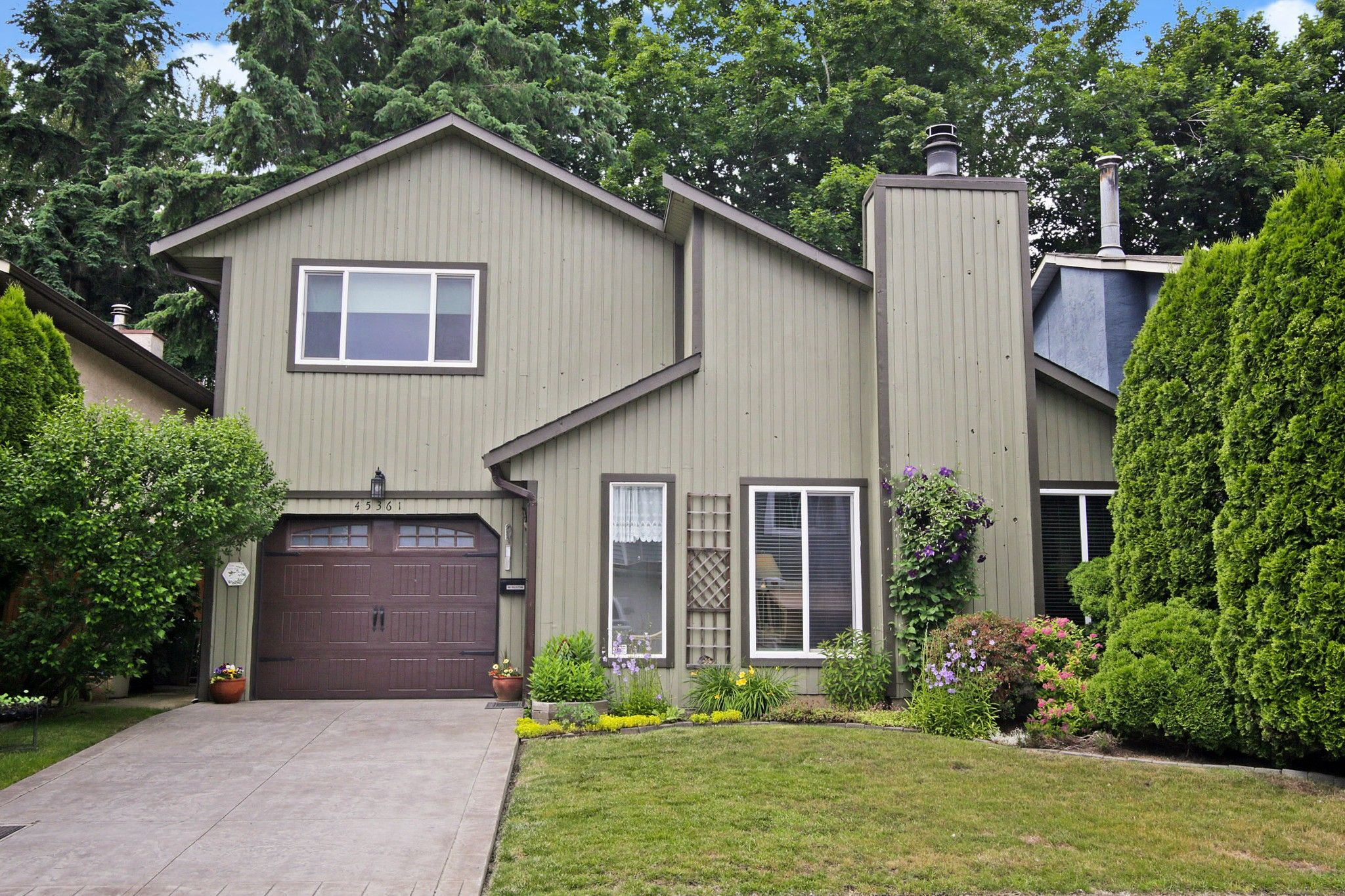 Main Photo: 45361 MCINTOSH Drive in Chilliwack: Chilliwack W Young-Well House for sale : MLS®# R2594568
