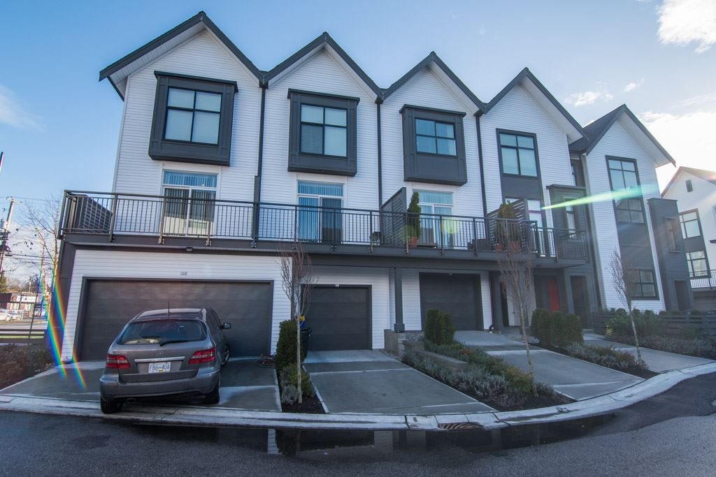 Main Photo: 34 17555 57A Avenue in Surrey: Cloverdale BC Townhouse for sale (Cloverdale)  : MLS®# R2361802