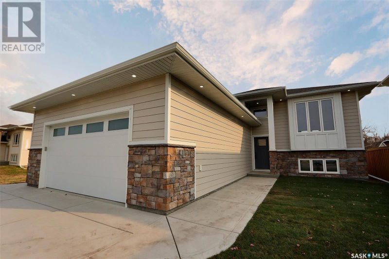 FEATURED LISTING: 3040 Lakeview DR Prince Albert