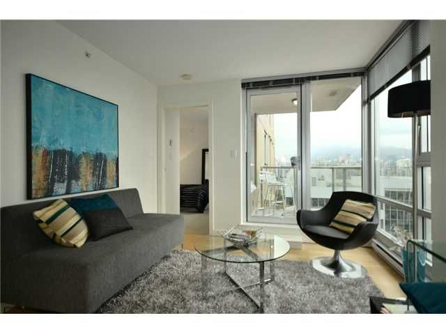 """Main Photo: 1101 1030 W BROADWAY in Vancouver: Fairview VW Condo for sale in """"LA COLOMBA"""" (Vancouver West)  : MLS®# V911282"""