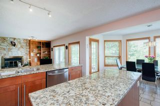 Photo 12: 27 Strathlorne Bay SW in Calgary: Strathcona Park Detached for sale : MLS®# A1120430