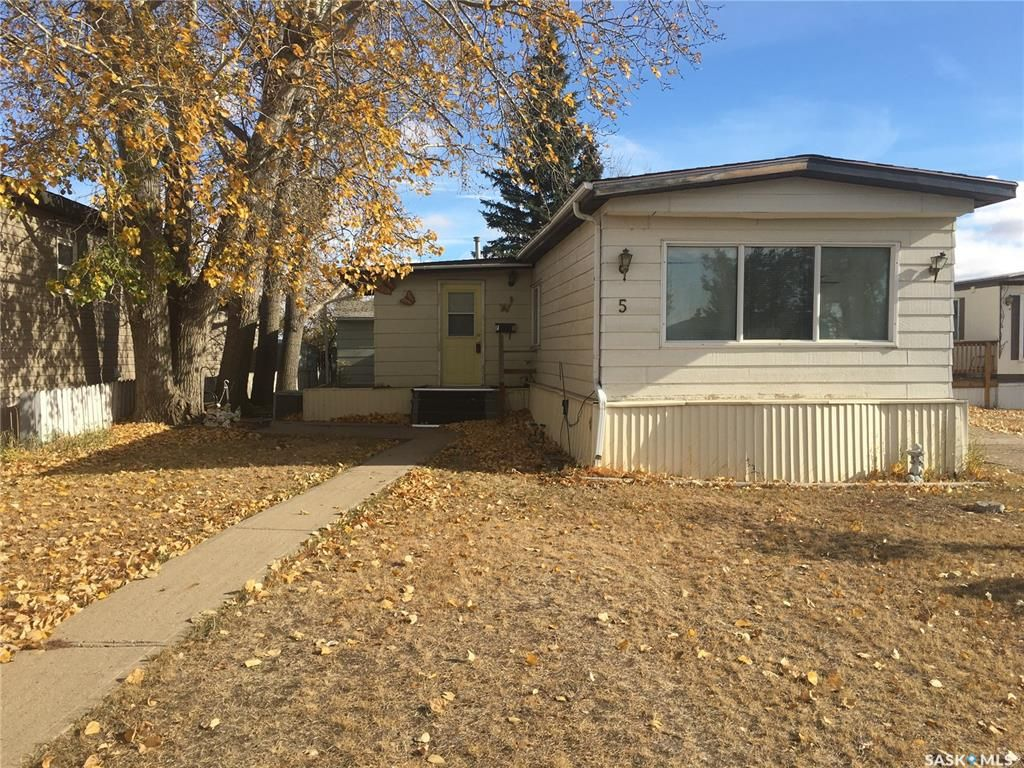 Main Photo: 5 F Avenue Northeast in Moose Jaw: Hillcrest MJ Residential for sale : MLS®# SK830373
