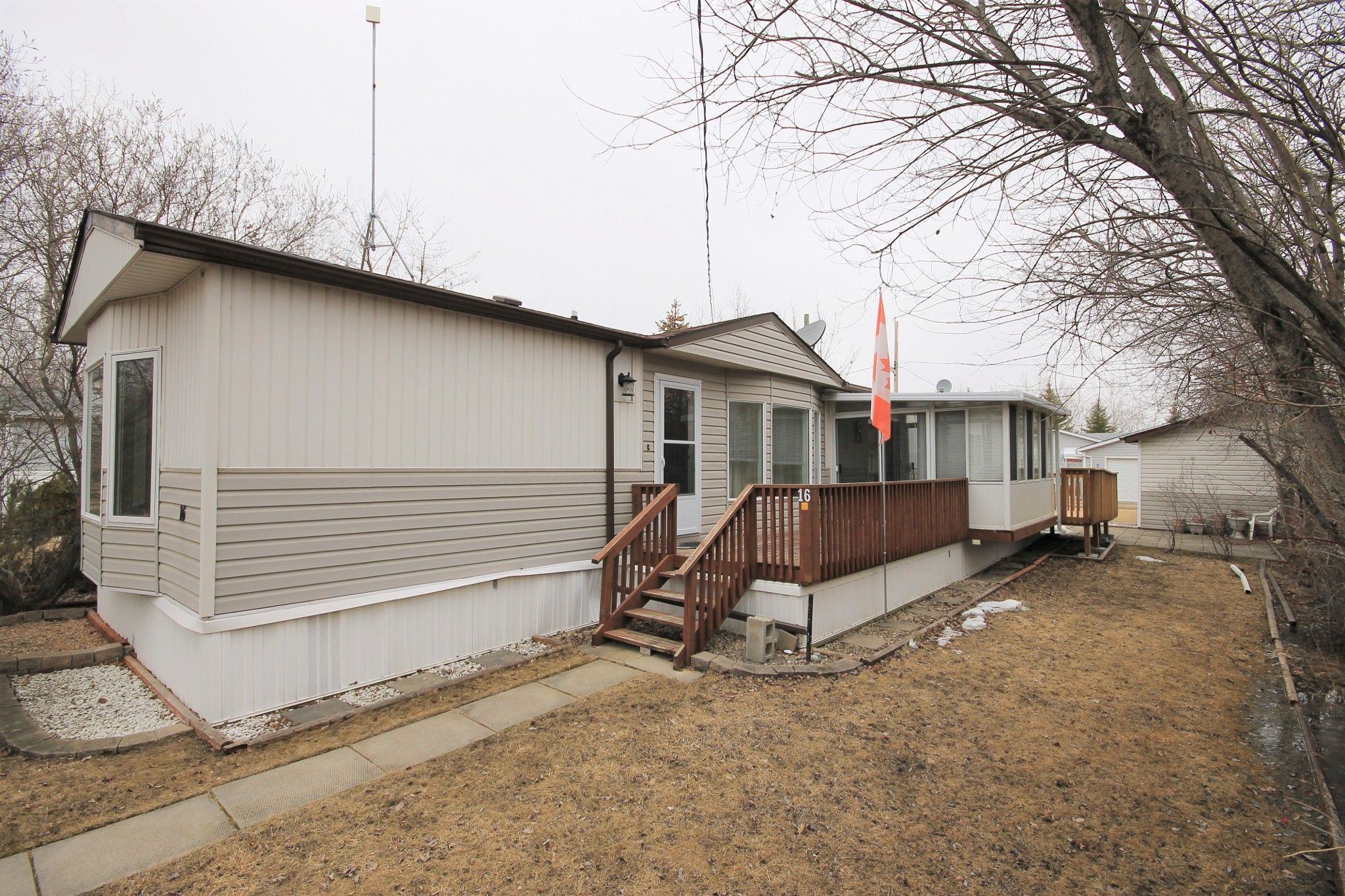 Main Photo: 16 Sunset Drive in Ste Anne Rm: Paradise Village Residential for sale (R06)  : MLS®# 202008547