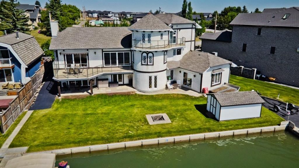 Main Photo: 1105 East Chestermere Drive: Chestermere Detached for sale : MLS®# A1122615
