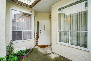 """Photo 3: 13 10038 150 Street in Surrey: Guildford Townhouse for sale in """"MAYFIELD GREEN"""" (North Surrey)  : MLS®# R2342820"""