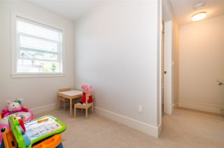 """Photo 15: 63 8217 204B Street in Langley: Willoughby Heights Townhouse for sale in """"Everly Green"""" : MLS®# R2485822"""