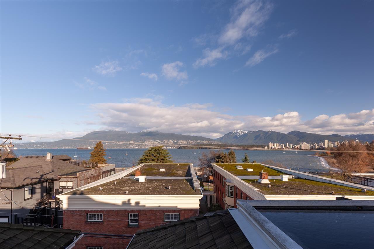 "Photo 3: Photos: 11 1535 VINE Street in Vancouver: Kitsilano Condo for sale in ""Vine Grove"" (Vancouver West)  : MLS®# R2530154"