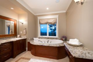 Photo 11: 1620 CHIPPENDALE Road in West Vancouver: Canterbury WV House for sale : MLS®# R2591594