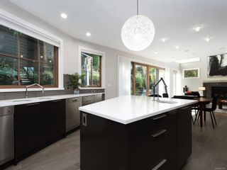 Photo 14: 2003 Runnymede Ave in : Vi Fairfield East House for sale (Victoria)  : MLS®# 853915