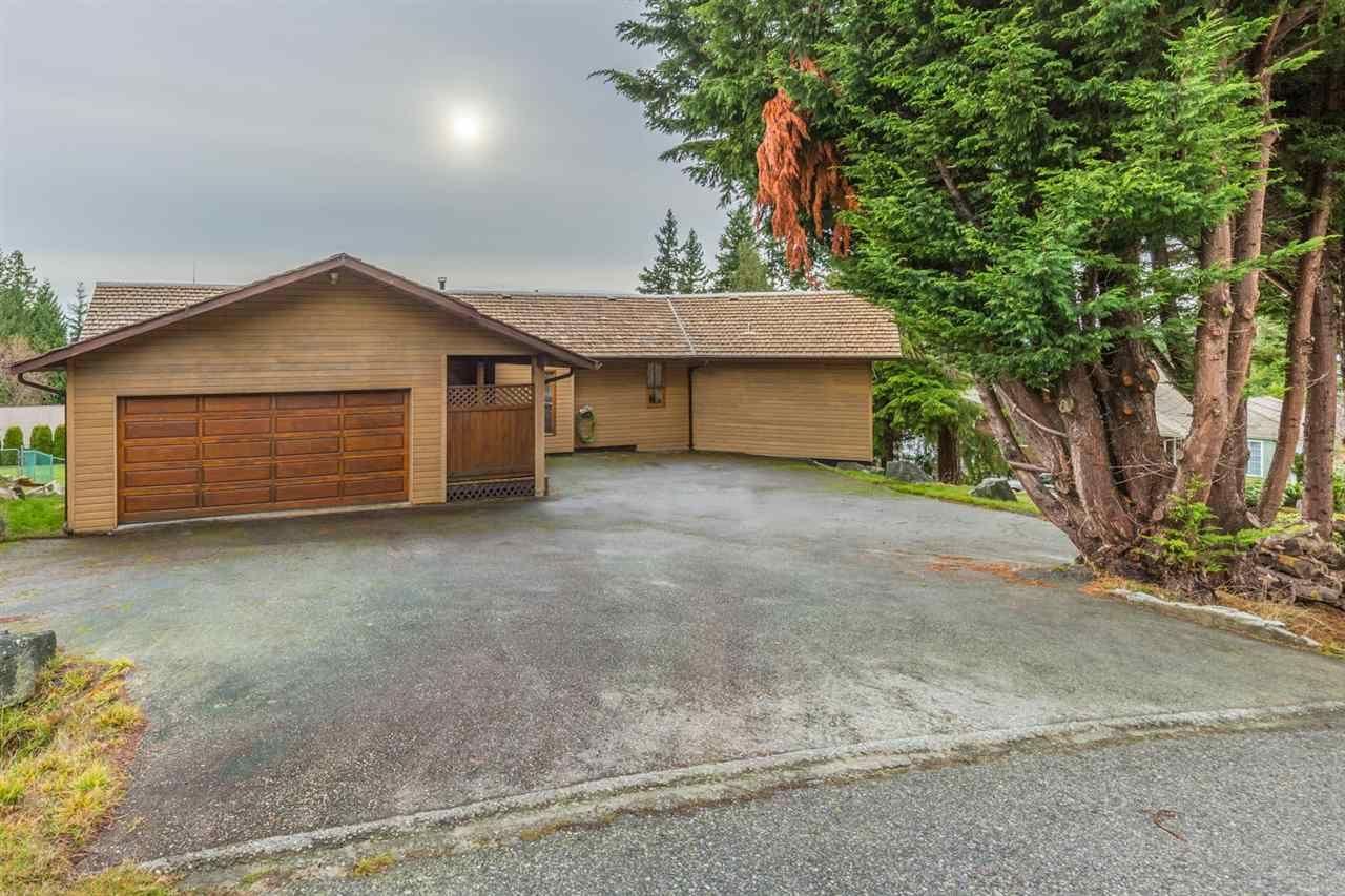 "Main Photo: 5113 CHAPMAN Road in Sechelt: Sechelt District House for sale in ""Davis Bay"" (Sunshine Coast)  : MLS®# R2228930"